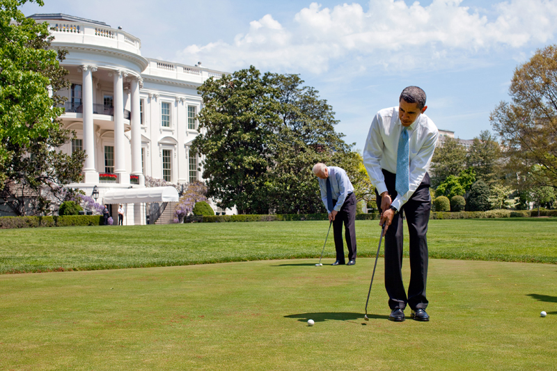 pete-souza-barack_obama__joe_biden_on_white_house_putting_green_4-24-09